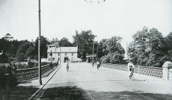 Bothwell Bridge, Blantyre to left