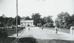 Bothwell Bridge, Blantyre to left