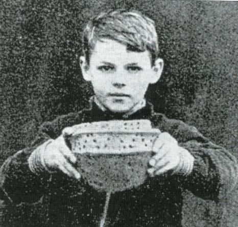 1939 Bronze age Urn found at Coatshill