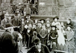 1905 Polling Day Crowd at High Blantyre. Photo D Ritchie