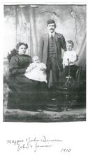 1910 Maggie, John, Jenny and John Jnr Duncan