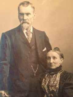 1900 Thomas and Martha Hunter