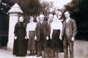 1917 4th July Sommerville - Hunter wedding party at Greenhall
