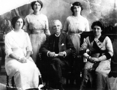 1916 Robert Downie & family (son of Alexander Downie Crossbasket)