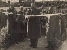 1952 Councillors open David Livingstone Bridge (PV)