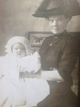 1912 Jessie Hunter Brown with daughter